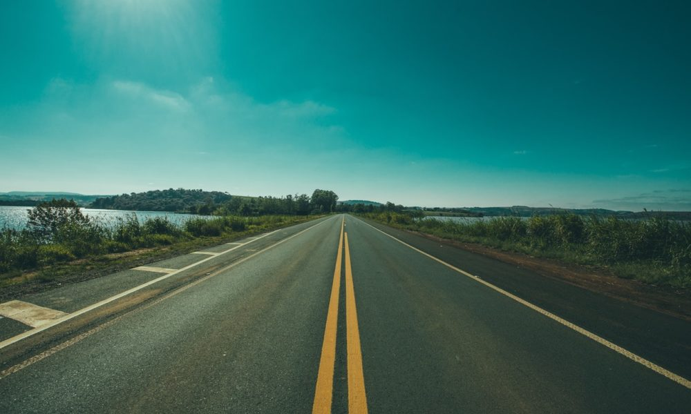 asphalt-countryside-empty-grass-105234